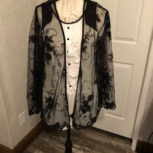 Poof black wear embroidered floral kimono M